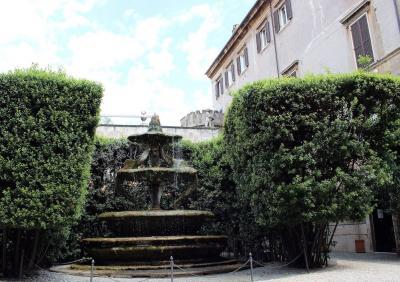 Fontana di palazzo Taverna